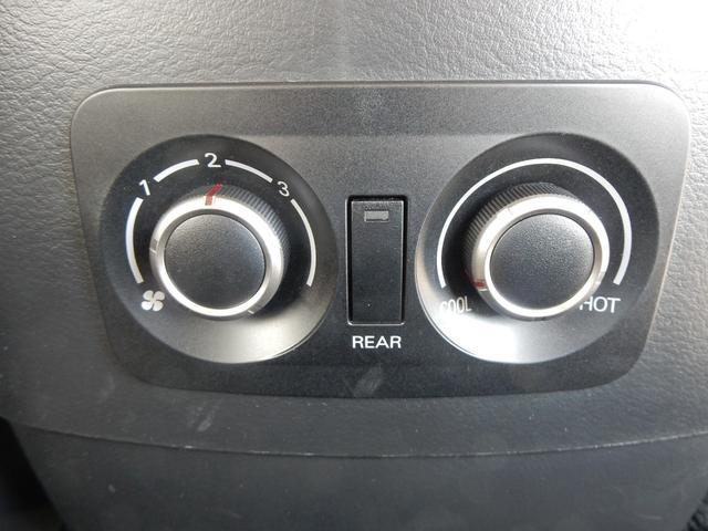車内の前後それぞれで調整できるダブルエアコン☆大きな車だからこそ嬉しい機能です☆
