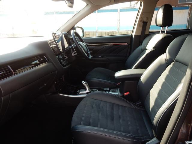 ステアリングスイッチクルーズコントロール搭載です。フロントシートヒーター、パワーシートも付いています。