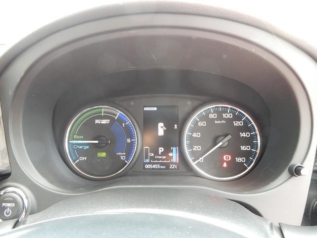 カラーのインフォメーションディスプレイには電気の使用状況や航続可能距離などが表示されます。