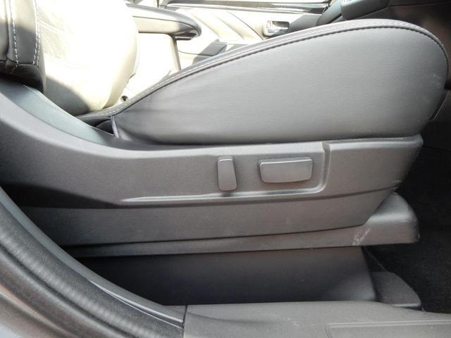 パワーシートは背もたれの角度や座席の前後位置だけでなく、高さも細かく調整可能☆
