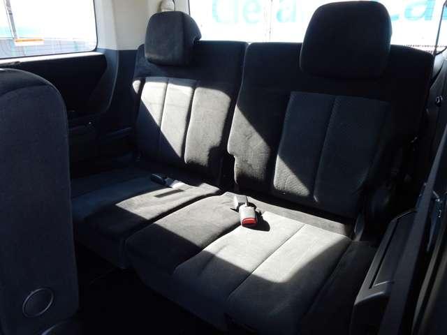 3列目のシートまでクッションに拘っています☆また寒冷地仕様独自の装備として、ヒーターダクトが3列目シート下にも配備されています♪
