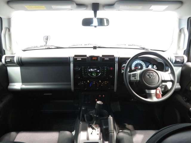 トヨタ FJクルーザー 4.0 4WD ワンオーナー車 純正CDチューナー