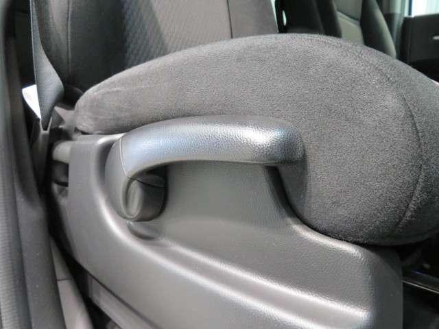 シートの高さを調整して、良好な視界が得られます。運転席ハイトアジャスター!