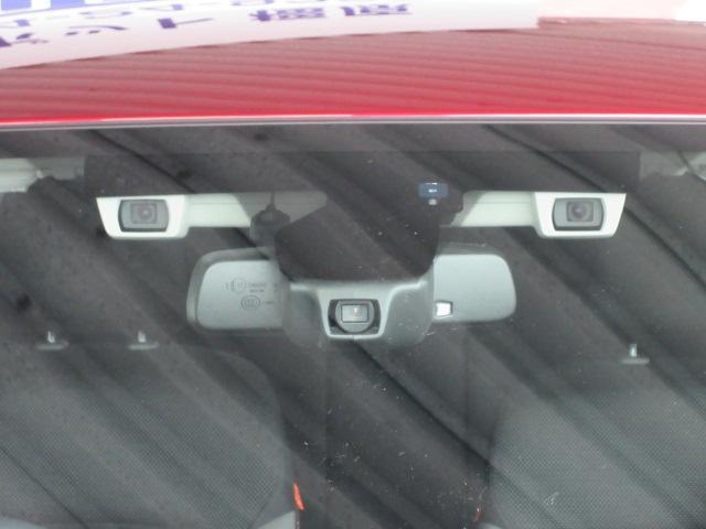 アイサイトは人の目と同じように2つのカメラでクルマ、人、2輪車を識別、判断し必要に応じて制御を行う運転支援システムです