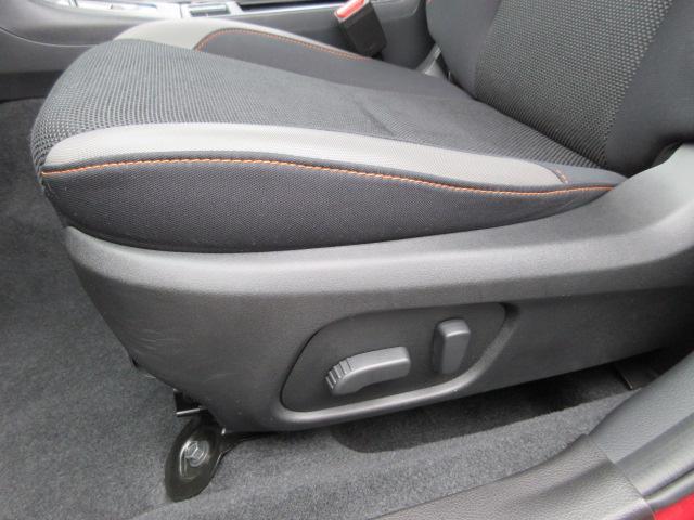 助手席8ウェイパワーシート搭載で座席の調節が簡単かつ自由自在!