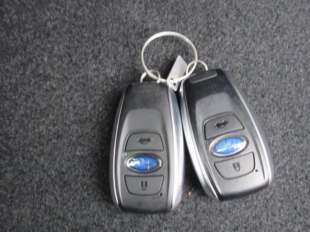 リモコンアクセスキー キーをポケットに入れたままでもドアのロック&アンロックができ、雨の日や、荷物の多い日に大活躍!!