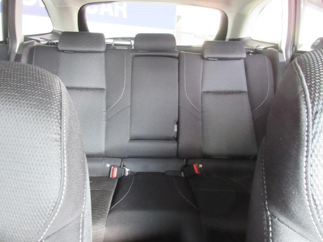 後部座席 5段階のリクライニングが可能で、乗員の大きさに応じて、角度の切り替えが出来ます。より快適にお乗りいただけるのではないでしょうか?