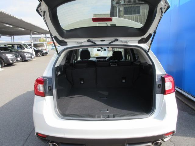 ラゲッジルーム大容量のカーゴスペースを確保、開口部も広く荷物の積み下ろしが楽に出来、アウトドアやショッピングやレジャー等、より積極的に楽しんでいただけます。
