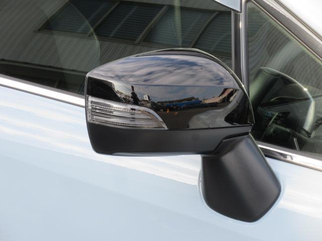 ウインカー付ドアミラー歩行者や自転車、対向車なども見やすく安全性に効果的です。