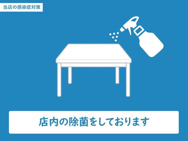店舗のイス、テーブルなどの定期的な除菌と店内の換気を行っております。