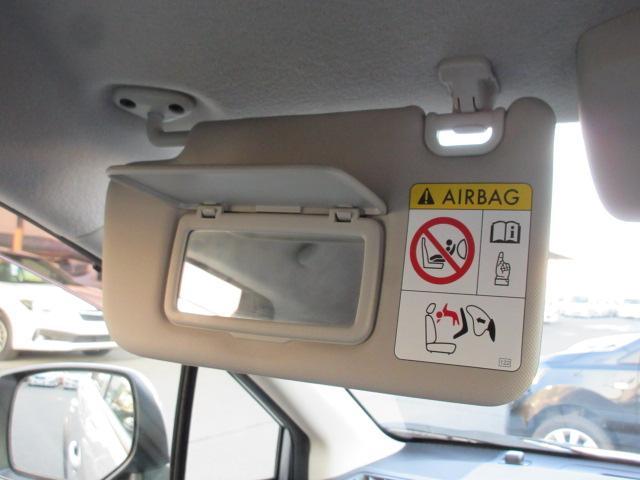 助手席サンバイザー 助手席にも、鏡がついていますので、身だしなみにお使いください。