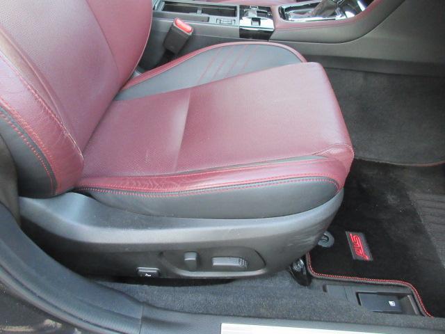 運転席パワーシート 微妙な調節をするならパワーシートじゃないといけませんね。アナタ好みにフィットします!