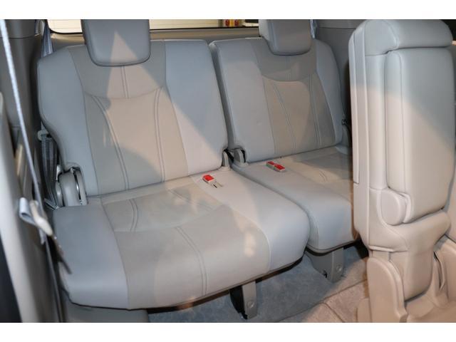 お出かけ時に便利な3列シート!人が乗らない場合は、シートを畳んで代わりに荷物を積み込めます!