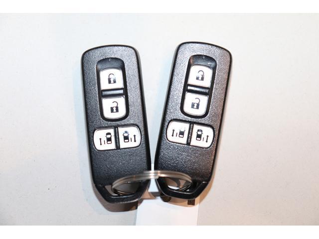 スマートキー装備!ボタン操作で離れた場所からドアのロックや解除が出来ますよ〜♪