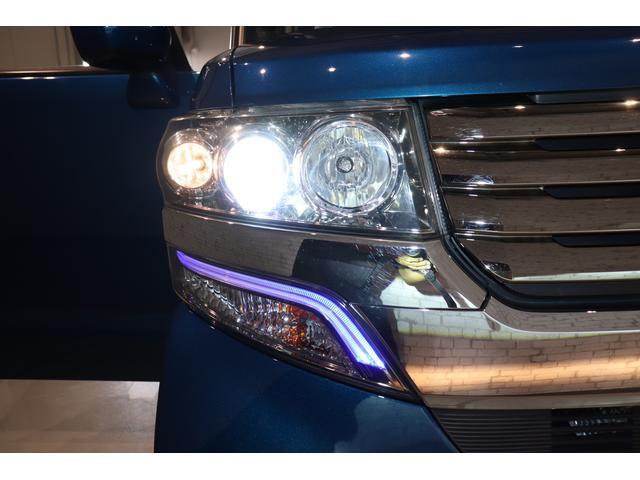 HIDヘッドライト装備!ハロゲンよりも明るいので、夜間のドライブも安全です!