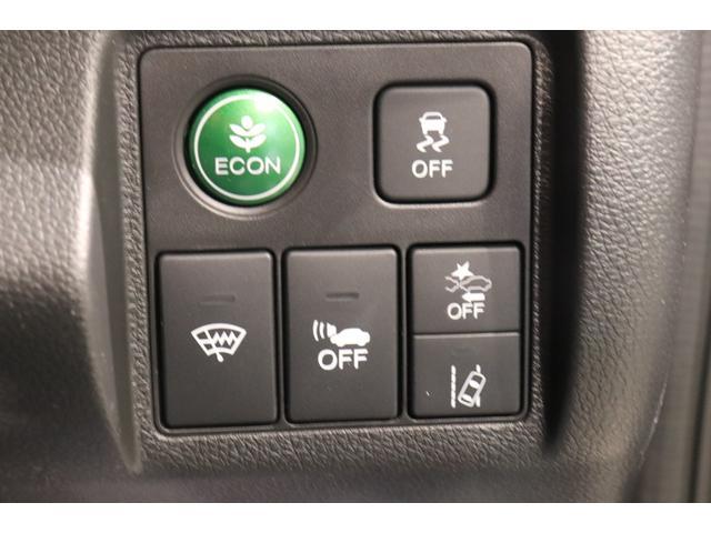 衝突被害軽減システムが装備されており低速走行中に前方車両に対して衝突の可能性がある場合に作動、自動的に停止または減速することにより衝突回避や衝突被害の軽減を図ります。