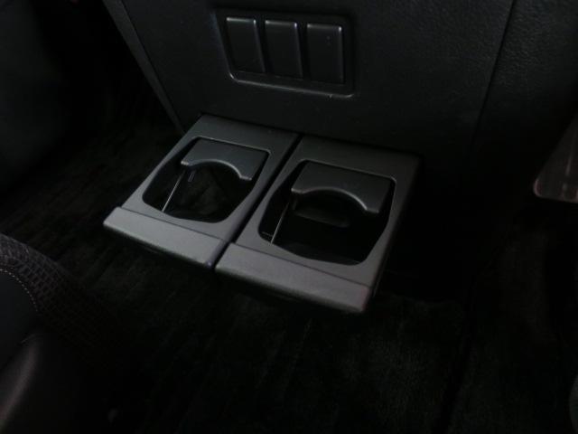 運転席&助手席用ドリンクホルダー装備の親切仕様!