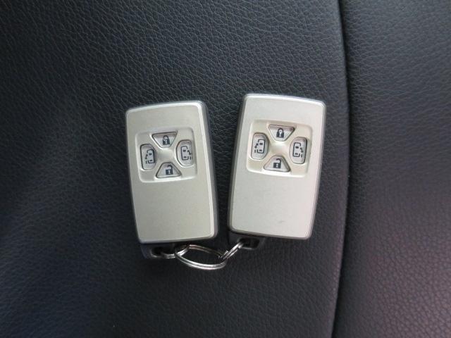 とっても便利なスマートキーはドアの開閉&エンジン始動も携帯するだけ!