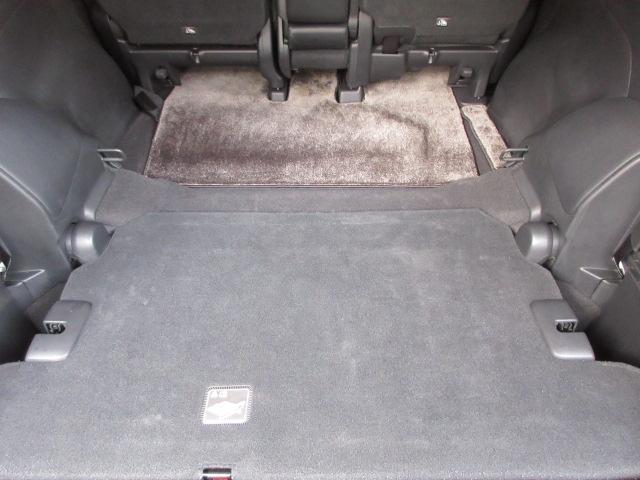 サードシートを畳めばさらにスペース拡大!