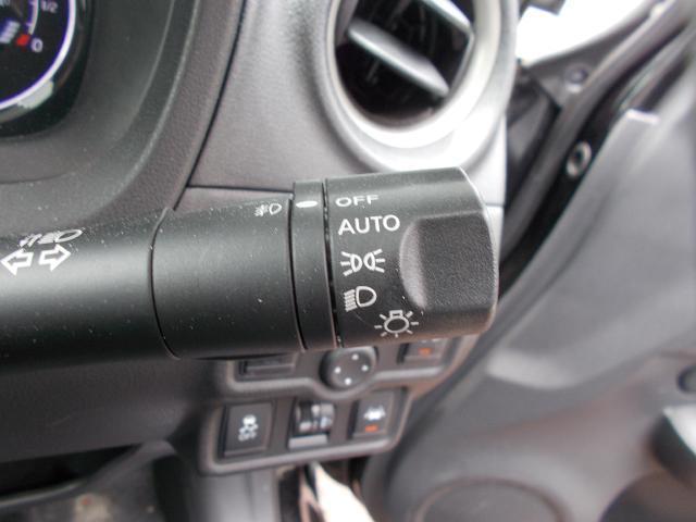 オートライトシステム。車外の明るさに応じてヘッドライトを自動で点灯・消灯してくれるので、消し忘れることもなくとっても便利です^^