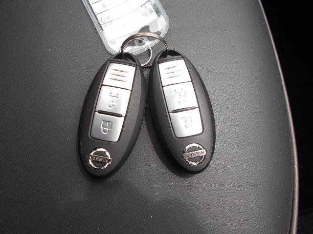 インテリジェントキーです。身につけているだけで、キーの出し入れは不要でエンジン始動などが出来ます。