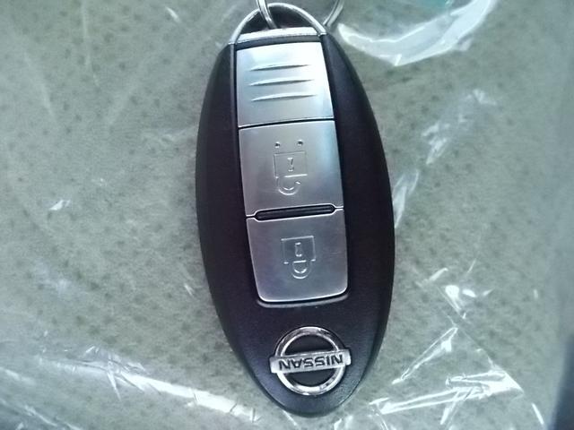 インテリジェントキーをカバンやポケットに入れて持っているだけで、ボタン一つでドアロックを開閉でき、エンジンスタートまで出来ちゃいます。慣れると大変便利ですよ!