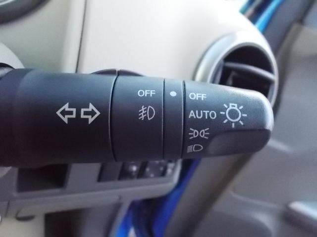 オートライト付♪車外の明るさに応じて、自動的にヘッドライトの点消灯します。トンネルが続くような道でもいちいちライトスイッチを操作する必要もありません。