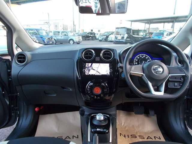 電気自動車ならではのe-POWER専用コクピット。未体験のドライブが始まる予感に満ちています。