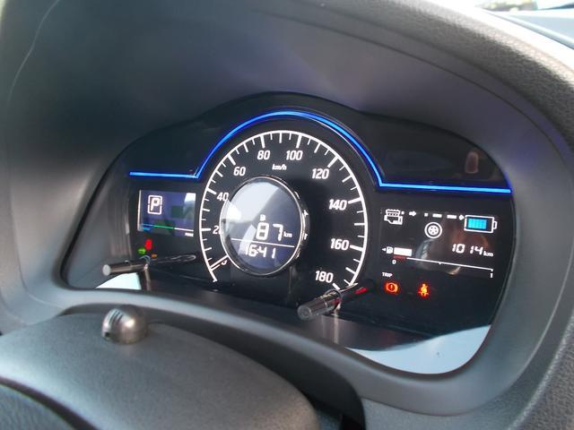 メーター内には車両情報が確認ができます。燃費情報や、外気温が確認できます。