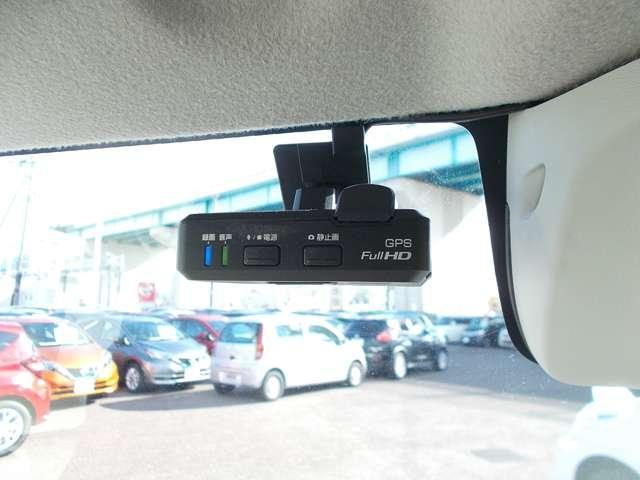 もし事故を起こしてしまったら。そんな時に心強い味方になるのが、運転の記録を映像と音で記録するドライブレコーダーです。