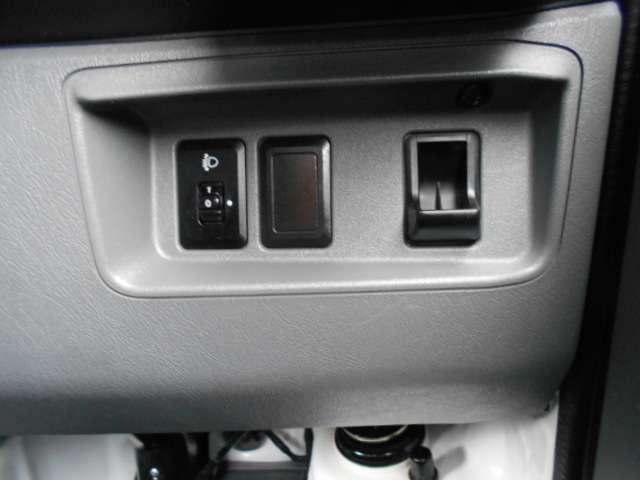 日産 NT100クリッパートラック 660 DX 4WD オートマ