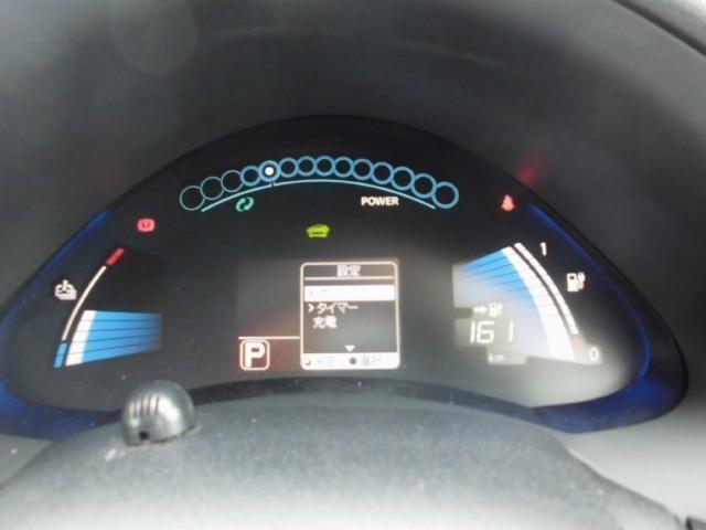 アーチ状のデザインのツインデジタルメーターを搭載!電気自動車ならではの先進的な装備とデザインでお迎えします!