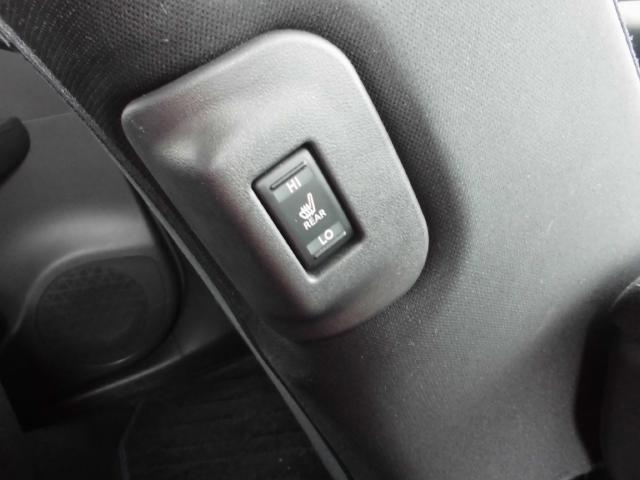 後席クッションヒーター装備!座面が暖かくなるので、寒い日も快適ですね^^
