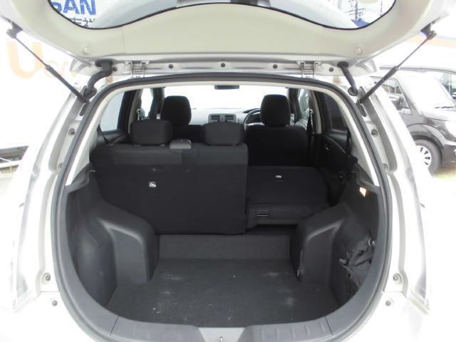 後席シートは分割できるので、乗る人数と荷物に合わせて調節できます!