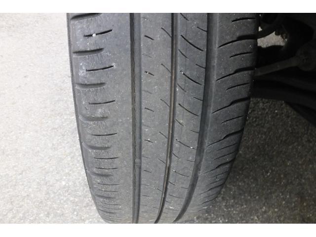 タイヤの山は3割程度残っております。まだまだ安心してお乗り頂けます!交換をおすすめします。