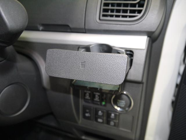 運転席カップホルダーは格納式です。