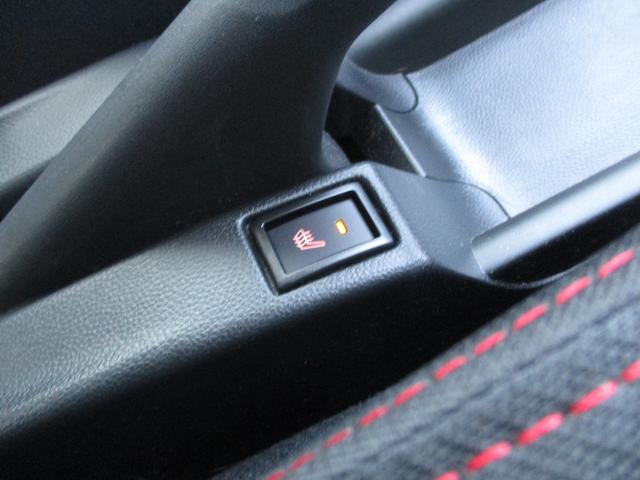運転席にはシートヒーターも付いてます!!