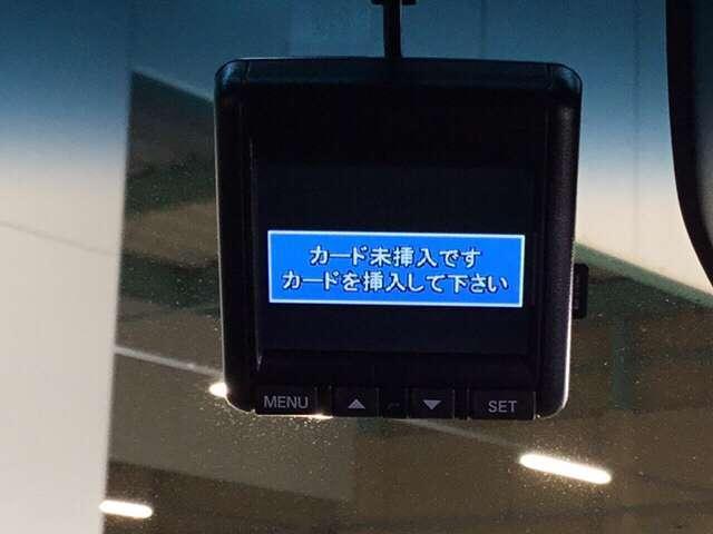 ドライブレコーダー。映像・音声などを記録する車載装置で、記録映像は交通事故など非常時の時の証拠資料にもなります!