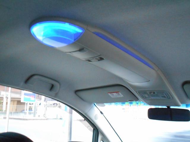 オーバーヘッドコンソールBOXにもブルーライト照明でいい感じです!!