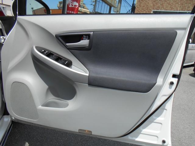 ドライブ席内張りも綺麗な状態です!!ドリンクホルダーも付いています!