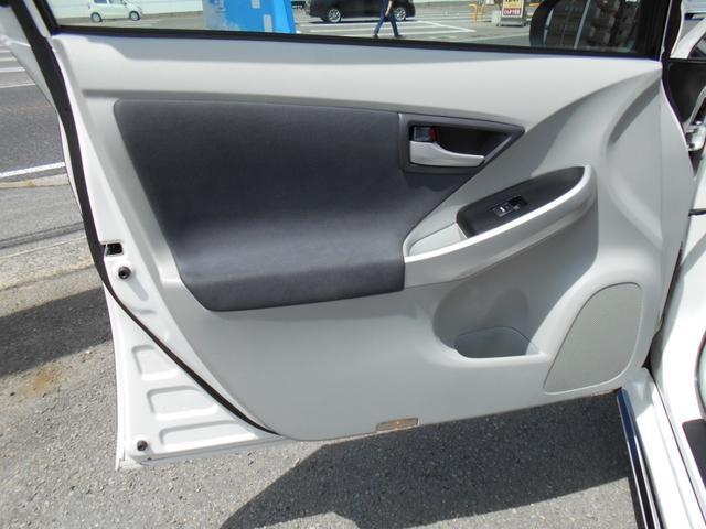 助手席内張りも綺麗な状態です!!ドリンクホルダーも付いています!