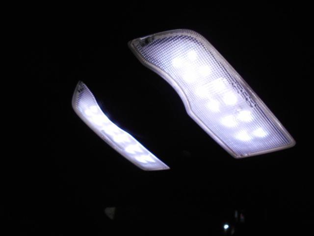 室内ルームランプもLEDでとても明るいです!!