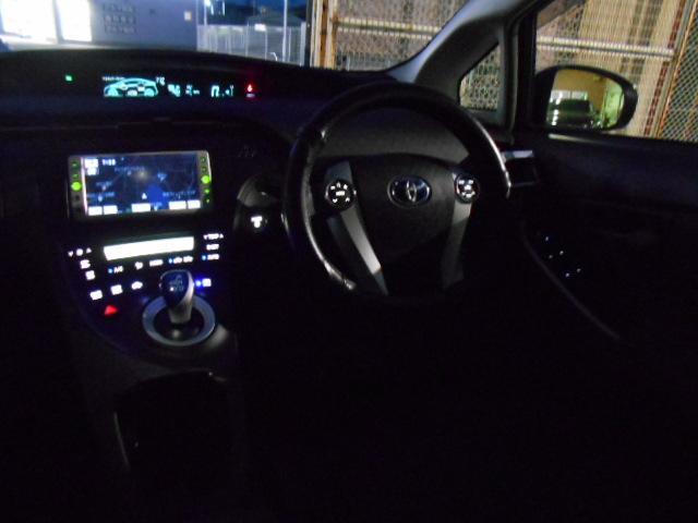 室内照明もLED灯に交換されて感じのいい車内照明です!!