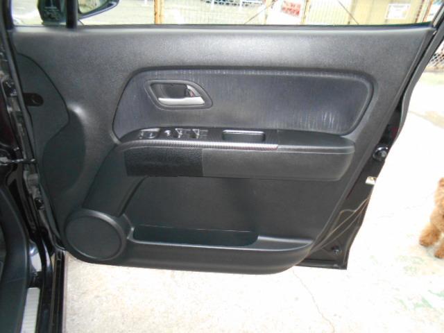 ドライブ席内張りも綺麗な状態です!!黒調で落ち着きます!!