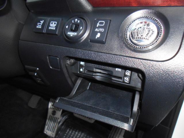 ビルトインETC&プッシュスタートボタンメッキカバー&リアブラインドスイッチなども付いています!!