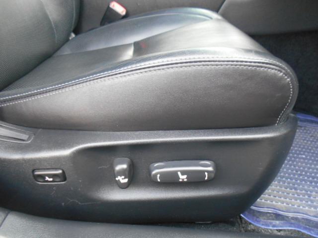ドライブ席にはパワーシートが装備されています!!シートエッジには破れや切れなどもなく綺麗な状態です!!