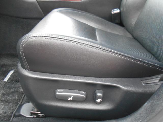 助手席にもパワーシート機能があります!!シートエッジには破れや切れなどもなく綺麗な状態です!!