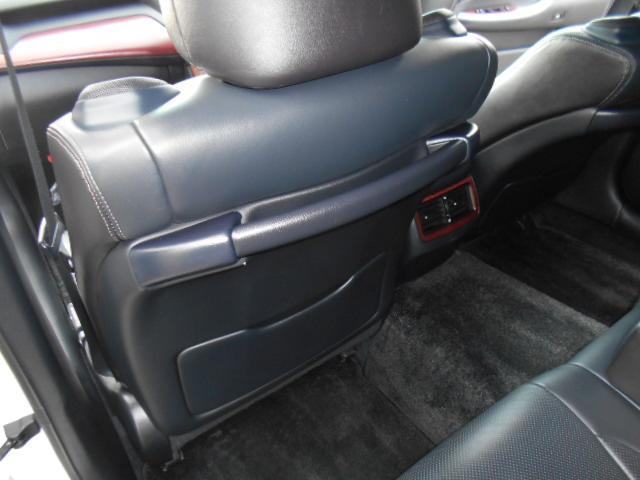 フロントシートバックにはリア席用アシストグリップも付いています!!