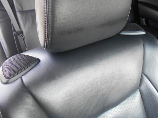 プレミアムサウンドシステムの18スピーカー機能でフロント席の肩部分には2つのスピーカーも付いています!!いいサウンドを楽しめます!!