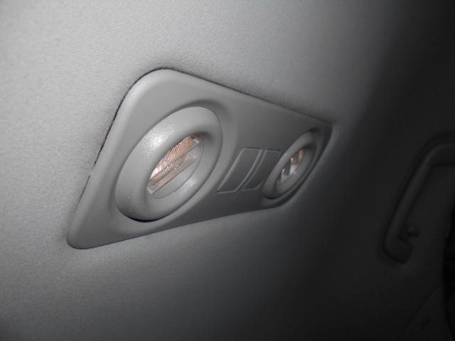 リアルーフにはLEDスポットライトも装備されています!!